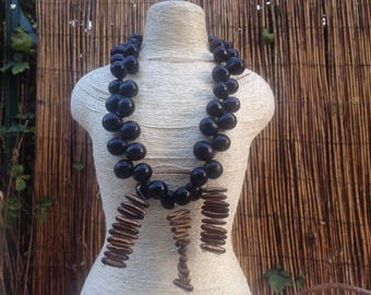 Long put necklace for woman or teen in Brown with black SOAP seeds and flamboyant grainesDe seeds