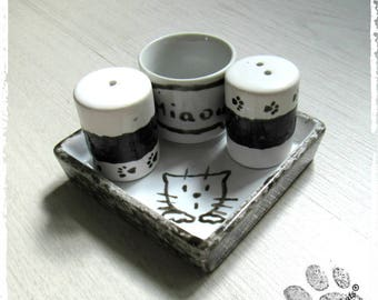 Set salt pepper and mustard pot egg Cup on a small tray, cat tribe