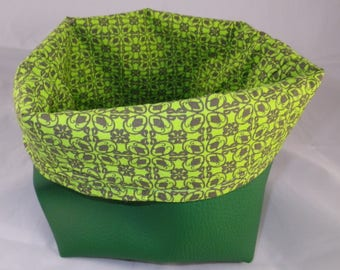 Corbeille015 - Green basket and fancy green fabric