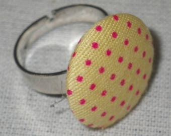 Bague097 - Silver ring fabric yellow with Fuchsia dots