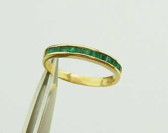 14K Gold Emerald Ring, Delicate Narrow Channel Set Emerald Stack Ring, Vintage 14K Emerald Band Ring, Size 4.75