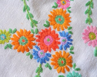 """Hand Made Vintage Tablecloth Embroidered Linen  Country Marigolds Daisies Flowers   48"""" x 46"""" 120cms x 118cms"""