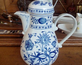 Coffee pot blue onion by KAHLA GDR, coffee pot onion pattern by KAHLA GDR
