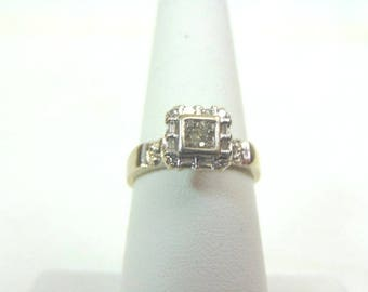 Vintage Estate Women's 10K White Gold, .32cts Diamond Ring, 2.2g E3356