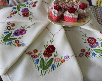 "Stunning Vintage Plump Hand Embroidered Colourful Flowers Tablecloth 38.5"" x 36"""
