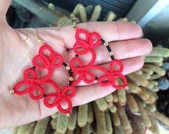 Handmade earrings // tatting // elegant // red and black // gift idea for her