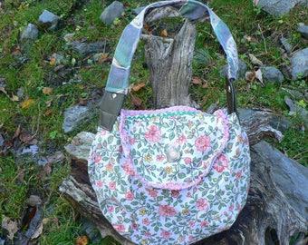 Small summer handbag in flowery cotton