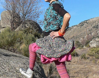 """Flying"""" skirt with lots of volume in flowery fabric and pink fleece"""