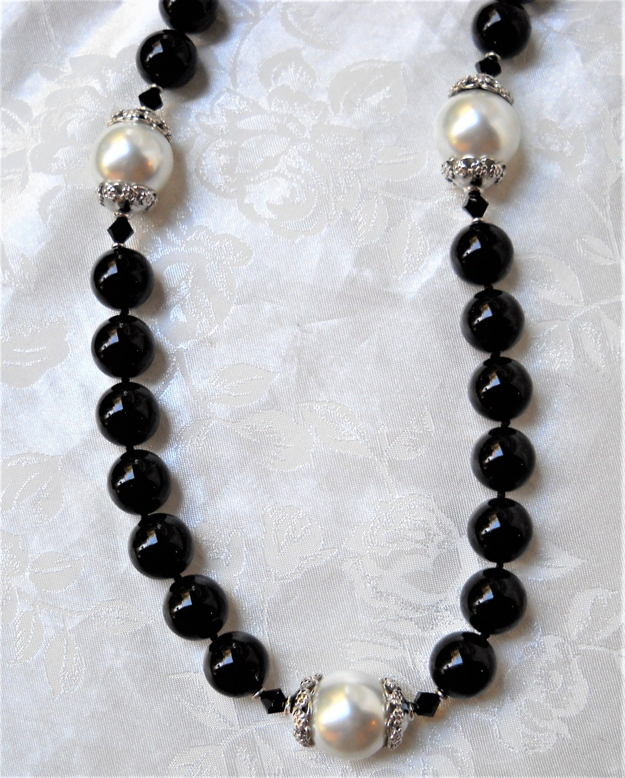 Mallorca Pearl Necklace: Long Majorca/Mallorca Pearl Necklace Black Onyx/white Majorca