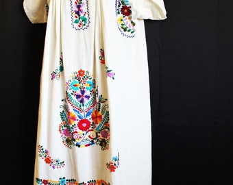 Embroidered Mexican dress Caftan boho hippie medium/large brights traditional floral white cotton gauze Frida Kahlo