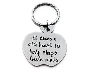 End of year teacher gift / Teacher Appreciation Gift / Personalized Gift / It Takes A Big Heart To Help Shape Little Minds key chain