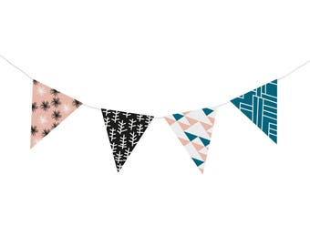 "Do it yourself ""Krécy"" paper pennant banner (8 pennants)"