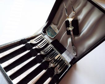 Vintage Cake Forks. Boxed Set of Six English Silver Plated Vintage Pastry Forks With Matching Serving Fork. Great For An Afternoon Tea Party