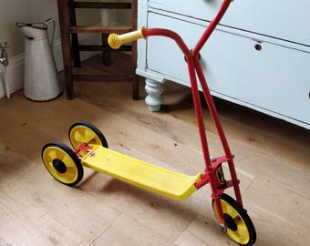 Vintage Lew-Ways scooter. Retro scooter. childs scooter. 3 wheel scooter.(1292)