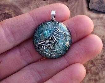All Seeing Raven Totem Spirit Gemstone Crystal Orgone Ormus Energy Dome Chakra-Tuning 25mm Unisex Pendant Necklace Quartz Moldavite Wisdom