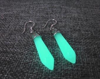 Glow in the dark earrings,Crystal point earrings,Glowing Jewelry,Glow in the dark Jewelry,Glow earrings,Glowing earrings