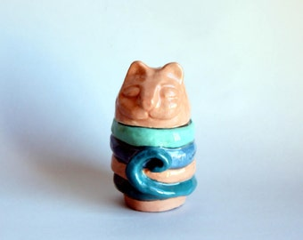 Pink and blue ceramic cat, ceramic rings holder, handmade kitten sculpture, art dèco kitten sculpture, italian pottery.