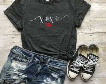 XOXO Shirt - Hugs and Kisses - Valentines Shirt Women - Valentine Tee Shirts - Graphic Tee - Gift for Wife - Be My Valentine -  Gift for Her