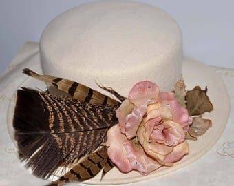 Ivory Wide Brim Vintage Hat, Cream Vintage Hat, Cream Wide Brim Hat, Ivory Wide Brimmed Hat, Ivory Wide Brim Feather Hat