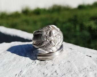 Vintage Williams 1850 Ring with Lilies Size 7.5
