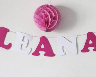 Guirlande prénom en papier sur cordon en coton enduit - 5 lettres + 2 anges