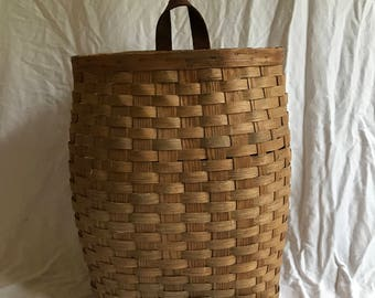 Large Vintage Adirondack Pack/Trapper's Basket with Leather Loop