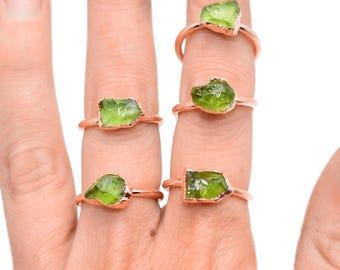 Raw PERIDOT Ring // crystal ring / rough Peridot ring / August Birthstone Ring / Peridot ring / Peridot Copper Ring / Peridot Stone ring