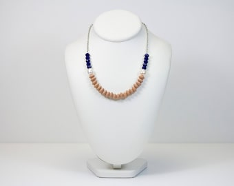 Short necklace wood, freshwater pearls and Navy blue glass beads