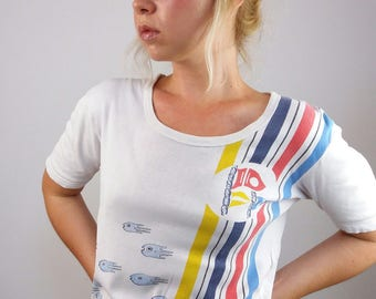 Vintage 80's Cute 'Surprised Fish'  Novelty Print  Off-white T-shirt | Size S-M