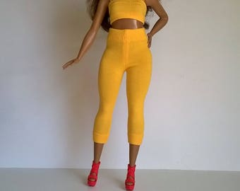 Sun yellow curvy Barbie Capri leggings