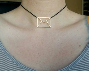 Black and golden enveloppe choker necklace