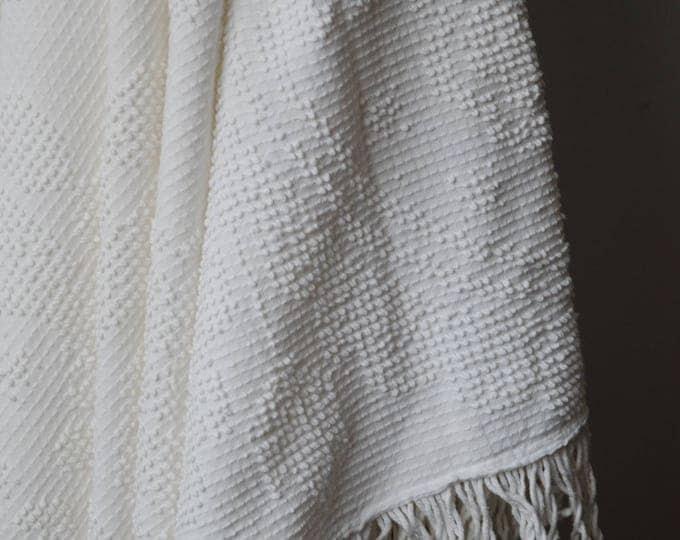 Vintage white throw blanket / Decorative blanket.
