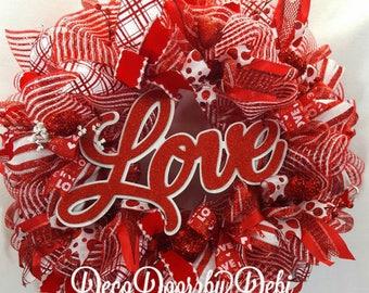 Valentine Love deco mesh wreath, front door wreath, Red Valentine wreath, LOVE Valentine wreath, Valentine decor, Valentine deorating