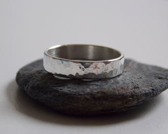 Ring tube no.1 in sterling silver with an embossed hammered effect. Mixed silver wedding band.