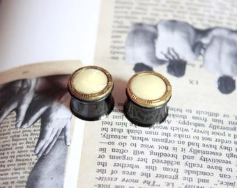 """Pair of plugs / tunnels 14 mm (9/16 """") and Golden Pearl button"""