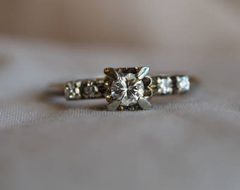 Stunning and bright vintage 18K white gold Diamond engagement ring with excellent-quality Diamonds throughout