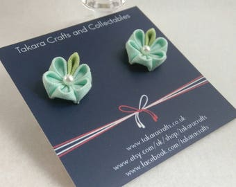 Green Floral Stud Earrings / Tzumami kanzashi / Geisha Inspired / Vintage Fashion / Textile art / Floral earrings