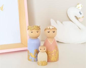 Golden Princess Peg Doll Family, Peg Dolls, Gold Accessories, Wooden Toys, Baby Gift, Girls Bedroom Decor, Nursery Decor