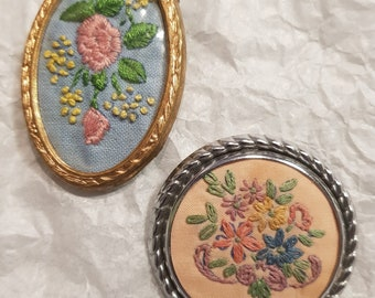 Two Vintage Embroidered Brooches Hand Made Daisies Roses c1950s