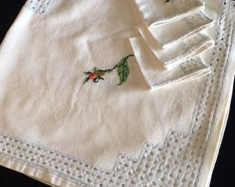Vintage Linens, Bridge or Luncheon linens, Vintage tablecloth set, Hand embroidered