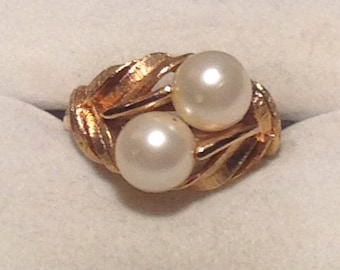 Vintage Goldtone and Pearl Avon Statement Ring