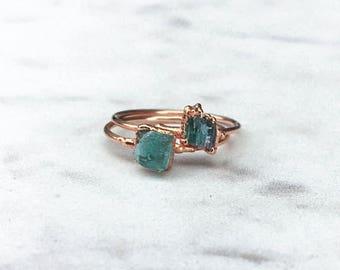 Raw Emerald Ring, Rose Gold Stacking Ring, Raw Crystal Ring, May Birthstone Ring, Boho Ring, Stone Ring, Gemstone Ring, Minimalist Ring Raw
