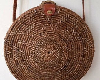 D'round rattan bag