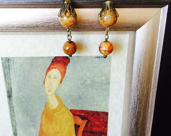 """Earrings from series """"Amedeo Modigliani"""" from yellow-green agate with veins."""
