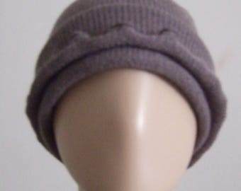 P' little hat in beautiful yarn taupe soft