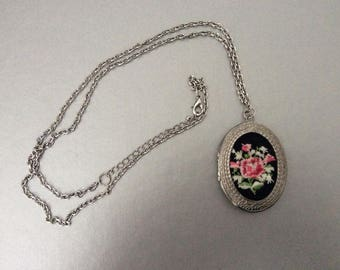 Large Vintage Locket Necklace / Crocket Flowers / Pendant / Boho / Shabby Chic / Retro