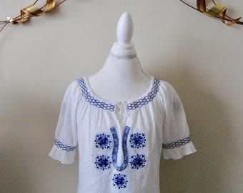 Vintage 1970's Grecian Floral Embroidered Peasant Top