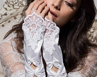 Bridal gloves. Lace and silk gloves. Wedding gloves. Fingerless gloves