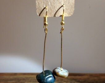 Earrings decorated with agates