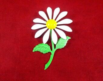 Vintage enamel flower brooch - white daisy